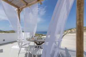 Services, Milos Zen Suites: luxury holiday homes rooms Sarakiniko beach